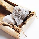 Steine im Kasten stockfotos