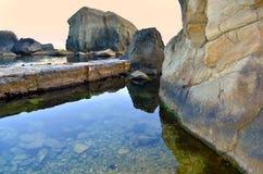 Steine im Meer Lizenzfreies Stockfoto