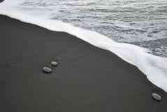 Steine im Ufer Stockbild