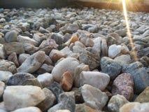 Steine mit Sonnenlicht Stockfotografie