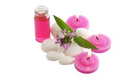 Steine, rosafarbene Kerze und Flasche Lizenzfreie Stockfotografie