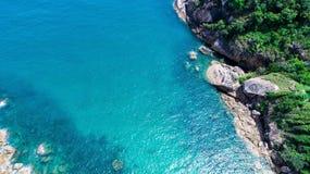 Steine und das Meer Lizenzfreie Stockbilder