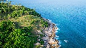 Steine und das Meer Lizenzfreie Stockfotos