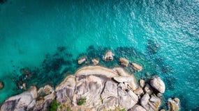 Steine und das Meer Stockbild