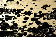 Steine und der Ozean auf einem Strand auf Teneriffa, Kanarienvogel, Spanien, Europa Stockfoto