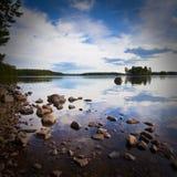 Steine und Küstenlinie lizenzfreies stockbild