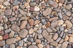 Steine und Kiesel als Hintergrund oder Beschaffenheit Lizenzfreie Stockfotos