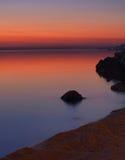 Steine und Meer in Sonnenuntergang 1 Stockfotografie