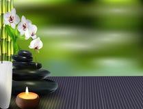 Steine, Wachs, Blume und Bambus auf dem Tisch Lizenzfreies Stockbild