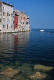Steine zum Meer Stockbild