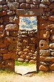 Steineingang an Pisac-Ruinen. Cusco, Peru Stockfotos