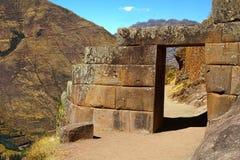 Steineingang an Pisac-Ruinen. Cusco, Peru Stockfoto