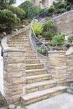 Steinfurnier-blattfassade auf Hauptaußentreppenhaus Stockfoto