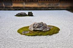 Steingarten am Ryoanji Tempel in Kyoto Japan Lizenzfreie Stockfotos