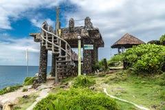Steingebäude und Grünpflanzen auf kleiner Insel Crystal Coves nahe Boracay-Insel in den Philippinen stockfotos