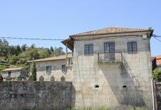 Steingebäude und traditionelles galizisches granery Stockfotografie