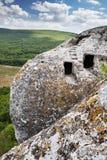 Steinhäuser auf eine Gebirgsoberseite Die der Schritte Ansicht oben des Tales lizenzfreie stockfotos