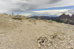 Steinhügel auf Sass Pordoi dolomites Italien lizenzfreies stockfoto