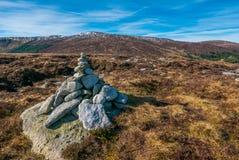 Steinhaufen auf dem Gipfel Stockfotos