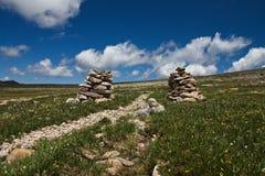 Steinhaufen auf einer Spur Lizenzfreie Stockbilder
