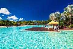 STEINHAUFEN, AUSTRALIEN - 27. MÄRZ 2016 Tropische Schwimmenlagune Stockfotos