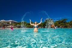 STEINHAUFEN, AUSTRALIEN - 27. MÄRZ 2016 Tropische Schwimmenlagune auf t Lizenzfreies Stockfoto