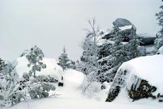 Steinige Nordhochebene mit schneebedeckten Felsen Stockbilder