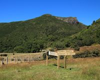 Steinige Spitze, Berg nahe Akaroa Lizenzfreie Stockfotos