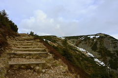 Steinige Treppe zur Gebirgsspitze, Tschechische Republik, Europa stockfotos