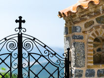Steinige Wand des Querzauns lizenzfreie stockfotos