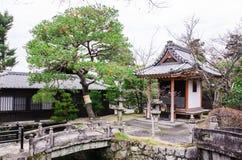 Steinjapanische Art der brücke und des Schreins in kiyomizu-dera Tempel, Lizenzfreie Stockfotos
