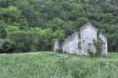 Steinkirche auf dem Gebiet Stockbild