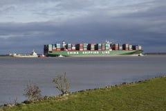 Steinkirchen (Alemanha) - vesel do recipiente que encontra-se na terra do Elbe Foto de Stock Royalty Free