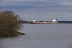 Steinkirchen (Alemania) - buque de la draga de la succión en el Elba Imágenes de archivo libres de regalías