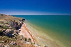 Steinklippen auf der Küste stockbilder