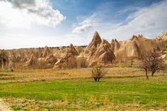 Steinklippen sieht wie Häuser einer Fee im Liebestal aus stockfotografie
