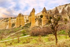 Steinklippen sieht wie Häuser einer Fee im Liebestal aus lizenzfreie stockfotografie