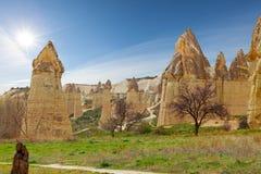 Steinklippen sieht wie Häuser einer Fee im Liebestal aus lizenzfreie stockfotos