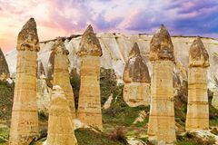 Steinklippen sieht wie Häuser einer Fee im Liebestal aus lizenzfreies stockfoto