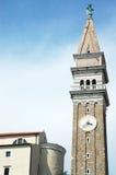 Steinkontrollturm mit großer Uhr stockfotografie