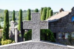 Steinkreuz von einem cementery Lizenzfreie Stockfotos