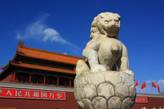 Steinlöwe bei Tiananmen Lizenzfreies Stockbild