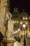 Steinlöwe, der Eintritt zum mittelalterlichen Rathaus auf Grand Place in Brüssel verziert Stockfotografie