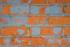 Steinmauern hergestellt von den roten Backsteinen mit Spuren Stockfotos