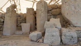 Steinmegalithe bei Hagar Qim Temple in Malta stock video