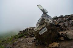 Steinn-Felsen, die Spitze des Wanderwegs am Berg Esja markierend stockbild