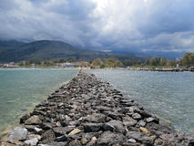 Steinpfad im Meer Stockbilder