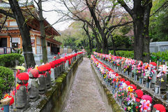 Steinpuppen im Tempel, Japan Lizenzfreies Stockbild