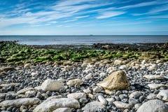 Steins auf einem Strand Stockbilder
