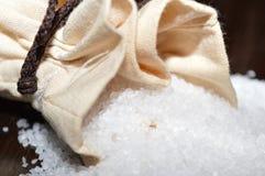 Steinsalz in einer Jutefasertasche Stockbild
